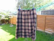 lady's skirt pleated front checked size 16 by murray brothers of hawick scotland