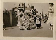 PHOTO ANCIENNE - VINTAGE SNAPSHOT - CARANTEC FÊTE FLEURS DÉFILÉ FOLKLORE 1935  1