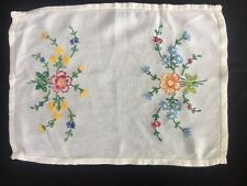 R Vintage White Embroidered  Lace Doily Antique Doilies Dressing Table Place Mat
