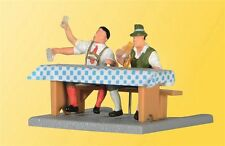NEW HO Viessmann 5024 BEER GARDEN DRINKER Figures with Moveable Arms