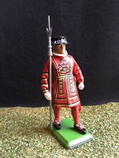 Britains Toy Soldiers No 8010/41064 Beefeater on Plith Yeoman Of The Guard