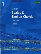 Piano Scales & Broken Chords, Grade 1 (ABRSM Scales & Arpeggios) . 9781860969133