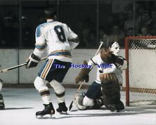 Barclay PLAGER WATCHES the PUCK Sail PAST Ernie WAKELY St. Louis BLUES 8X10 NEW!