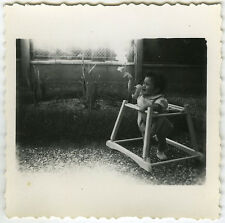 PHOTO ANCIENNE - ENFANT BÉBÉ TROTTEUR YOUPALA - CHILD BABY FUN -Vintage Snapshot