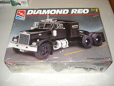 DIAMOND REO TRACTOR - AMT PLASTIC MODEL KIT#8137 - NOS - FACTORY SEALED