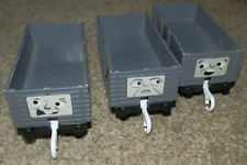 3 TROUBLESOME TRUCKS Gris Tomy Trackmaster Thomas Tank Engine Tren Vagones The
