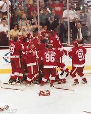 1998 NHL Hockey Detroit Red Wings Stanley Cup Champions Player Celebration Photo