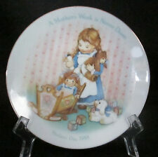Avon A Mother's Work Is Never Done Collector Plate 1989 White Gold Porcelain