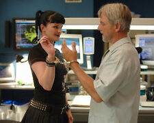 Mark Harmon & Pauley Perrette (26187) 8x10 Photo