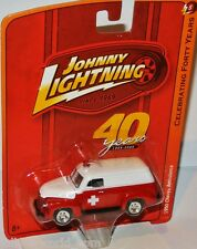 Forty Years R5 - 1950 CHEVY AMBULANCE - red/white - 1:64 Johnny Lightning