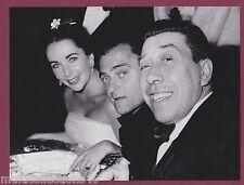 PHOTOGRAPHIE - 240217 - FERNANDEL Elizabeth TAYLOR et Mike TODD - Bal PARIS 1958