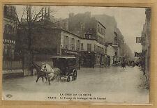 Cpa Paris - la crue de la Seine passage du boulanger rue de Lourmel wn0857