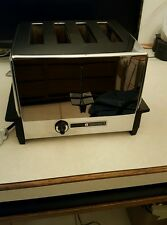 VINTAGE PENNCREST 4 SLICE TOASTER. MODEL # 3334A . NICE WORKING CONDITION.