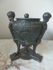 Superbe antique french cast metal angelot/bronze urne avec original céramique liner