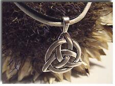 Collier Pendentif Celtes Triquetra Triskel métal argenté avec cordons cirés