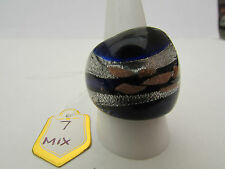 A DEEP BLUE,SILVER & COPPER MURANO STYLE GLASS RING. UK SIZE Q..US 8.25  (7)