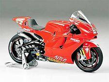 Tamiya 21045 Ducati Desmosedici '04 No,65 Masterwork Collection 1/12 Scale