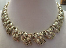 Beautiful Vintage Gold Tone Coro Necklace