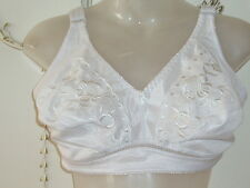 BRA 38F WHITE FLOWER DESIGN - NO WIRE WHITE