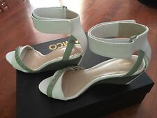 �� New Mimco $199 Sexy White Green  Leather Wedges Heels Sandals Shoes 39 Or 8