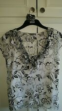 Ladies peruna black and white 2 part top size 16 price 8.00 with free bracelet