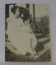 OLD FLAPPER GIRL FASHION WHITE DRESS 2 DIFFERENT COLOR SHOES HAIR STYLE PHOTO