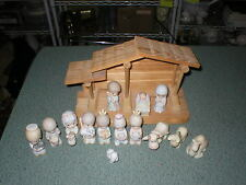 1982 PRECIOUS MOMENTS MINI NATIVITY SET - 15 PIECES INCLUDING THE BUILDING