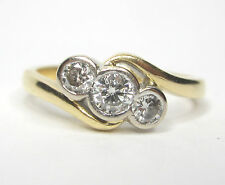 STUNNING 18CT DIAMOND TRILOGY RING