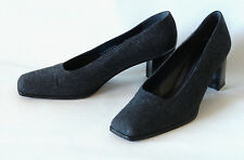 RUSSELL & BROMLEY / CLASSIC PUMP IN GREY FABRIC WITH BLACK DOTS / 9 / SUPERB