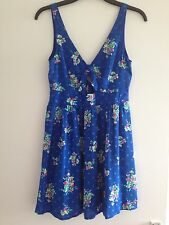 BNOWT Stunning ladies royal blue floral floaty top from Hollister - size small
