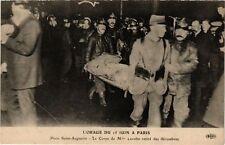 CPA L'ORAGE DU 15 JUIN a PARIS (8e) Le Corps retiré des décombres (199979)