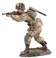 BRITAINS SOLDIERS WW2 US PARATROOPER FIRING #1 25013