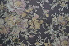 Coupon de Tissu Patchwork Quilt Gate larges bouquets sur fond améthyste  45x55cm