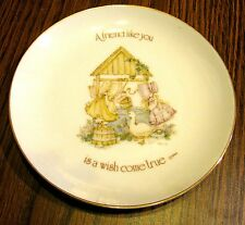 """1976 LASTING MEMORIES 6"""" Plate """"Secret of freindship is sharing"""" with Hanger"""