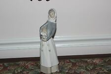 LLADRO #4584 GIRL WITH LAMB  PORCELAIN FIGURINE  RETIRED GLOSS FINISH EXCELLENT
