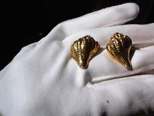 STUNNING VINTAGE CONCH SEA SHELL TEXTURED GOLD TONE POST PIERCED EARRINGS #E12