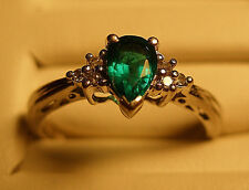 14k WHITE GOLD CREATED PEAR CUT GREEN EMERALD W/ 6 DIAMOND ACCENTS SIZE 5.75