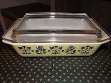 Pyrex EMBROIDERY/ NEEDLEPOINT* YELLOW w/BLACK  * 2 qt SPACE SAVER* w/LID* 575