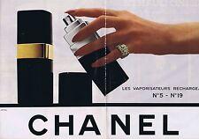 PUBLICITE ADVERTISING 035 1980 CHANEL N°5 et N° 19 vaporisateurs (2 pages)