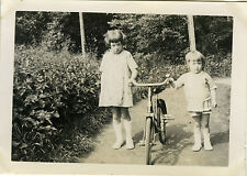 PHOTO ANCIENNE - VINTAGE SNAPSHOT - ENFANT VÉLO JARDIN BICYCLETTE - BIKE ARMLESS