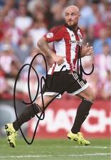 Brentford: Alan McCormack firmado 6x4 foto de acción + certificado De Autenticidad