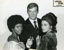 ROGER MOORE JAMES BOND 007 LIVE AND LET DIE  1973 VINTAGE PHOTO ORIGINAL #6