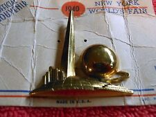 ORIGINAL 1940 NEW YORK WORLD'S FAIR PIN TRYLON & PERISPHERE  ORIGINAL CARD RARE