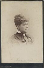 CABINET CARD PORTRAIT OF BEAUTIFUL LADY W/ FLOWER BROOCH   RIBBON-PITTSBURGH, PA