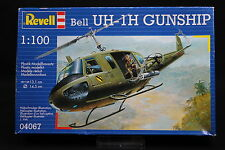 XP139 REVELL 1/100 maquette helicoptere 04067 Bell UH-1H Gunship année 1994