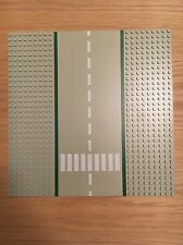 LEGO Road Baseplate Straight with Crossing 32 x 32 Stud