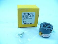 "HUBBELL HBL5258 SINGLE RECEP. 1-3/4"" C-C MOUNTING SIDE-WIRED ONLY 15A 125V (F237"