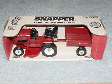 1/12 SNAPPER LAWN TRACTOR AND TRAILER SET