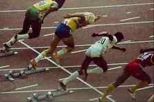 722058 d'athlétisme coureurs de quitter le bloc de départ A4 papier photo