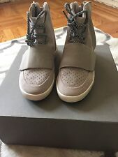 yeezy boost 750 size 7 In Grey